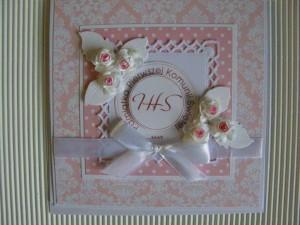 Kartka handmade z życzeniami na pierwszą komunię z hostią - wersja różowa